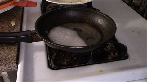 How to Clean Greasy Burnt Pan with Baking Soda and Vinegar