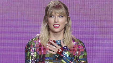 Taylor Swift Gives Back to a Few Lucky Fans Amid