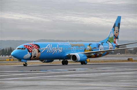 Alaska Airlines introduces its first Boeing 737-900