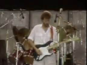 Eric Clapton Phil Collins Layla Live Aid 1985 - YouTube